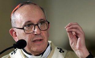 Jorge Mario Bergoglio, nouveau pape élu le 13 mars 2013, ici photographié en avril2005.