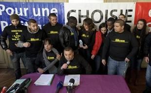 Mohamed Mechmache et ses militants d'ACLEFEU parlent de leur Ministère de la crise des banlieues en 2012.