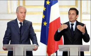 """Le président Nicolas Sarkozy a installé mercredi le """"comité de réflexion"""" sur les institutions, s'engageant à nouveau à ce qu'une réforme """"ait lieu"""" et qu'elle soit votée avant les municipales de mars 2008."""