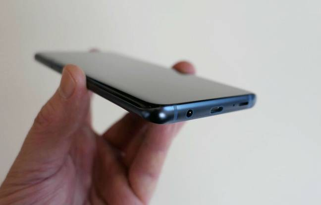 Deux haut-parleurs stéréo intègrent les S9 et S9+, avec un son Dolby Atmos.