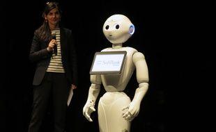 Le robot Pepper, successeur de Nao, sur la scène de l'opéra de Rennes le 8 décembre 2017.
