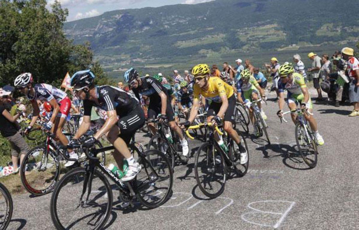 Les coureurs du Tour de France, lors du passage dans le col du Grand Colombier, le 11 juillet 2012. – Sipa