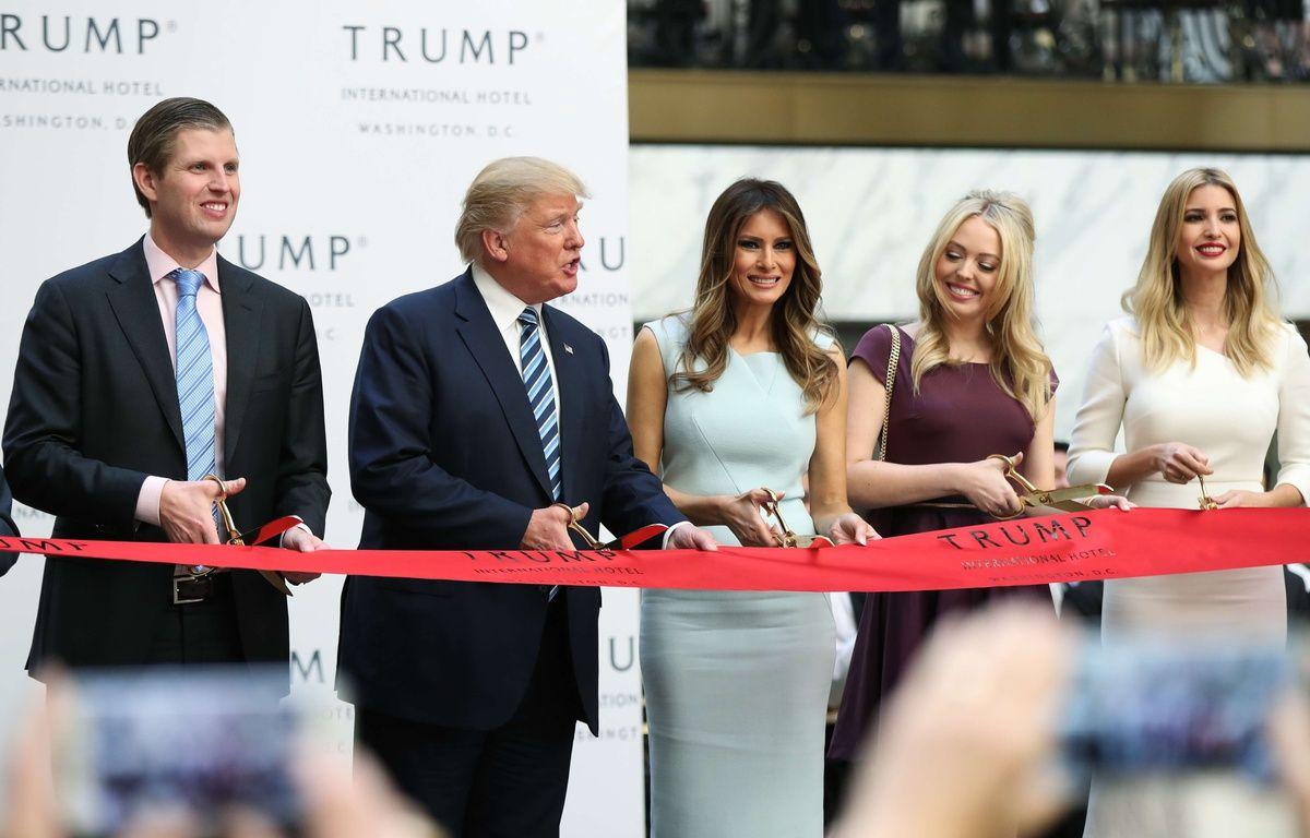 Donald Trump en compagnie de sa femme, Melania, et ses enfants Eric, Tiffany et Ivanka, le 26 octobre 2016 à Washington. – M.B.Ceneta/AP/SIPA
