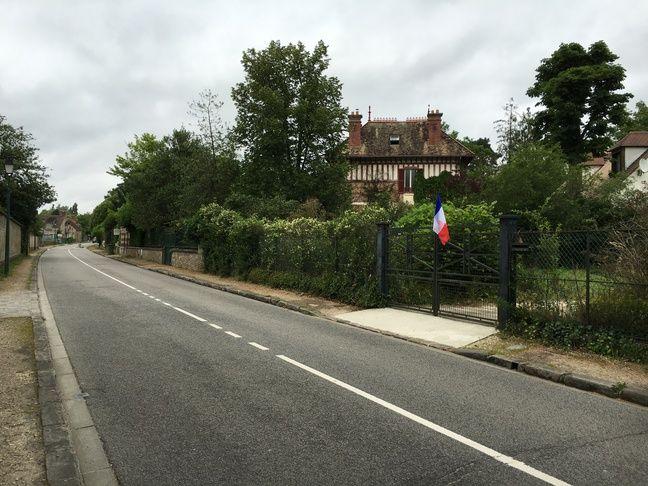 Clairefontaine est ce qu'on appelle en géographie un village-rue.