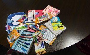Des fournitures scolaires ont été collectées par un groupe de supporters du club de foot du FC Sochaux et distribuées à des enfants dans le besoin avant la rentrée. Illustration