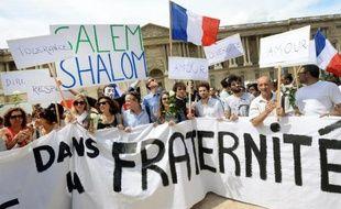 Manifestation pour la paix et la fraternité dans le contexte de l'offensive israélienne à Gaza, devant l'église de Saint-Germain L'Auxerrois à Paris le 3 août 2014