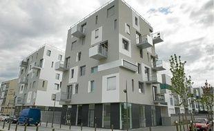 La Courneuve le 01 septembre 2011. Logement social HLM a La Courneuve. Logement immeuble recent.