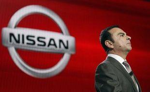 """Le PDG de l'alliance entre les constructeurs automobiles français Renault et japonais Nissan, Carlos Ghosn, a estimé mercredi que malgré un repli du yen face au dollar son niveau élevé restait """"un énorme frein"""" et poussait les exportateurs japonais à produire hors du Japon."""