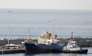 Un bateau humanitaire qui faisait route vers Gaza en provenance du Liban, a été arraisonné et conduit jeudi par la marine israélienne vers le port d'Ashdod dans le sud d'Israël, ont annoncé les autorités.