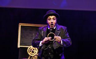 Le festival de magie de Rennes verra se produire le magicien français Charly.