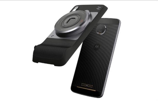 A greffer sur les smartphones Moto Z et Moto Z Play, la coque Hasselblad True Zone les transforme en véritables appareils photo.