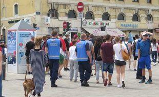Des policiers hongrois sur le Vieux-Port