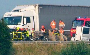 La carcasse carbonisée du véhicule accidenté sur l'A16, le 20 juin 201. Le conducteur est décédé.
