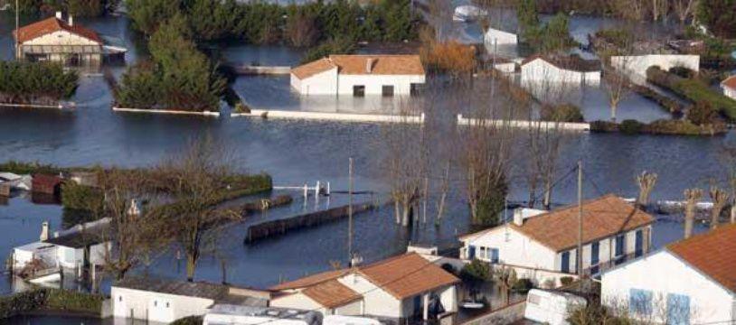 Vue aérienne de L'Aiguillon-sur-Mer, le 1er mars 2010, après le passage de la tempête Xynthia.