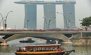 Le pic de pollution historique qui frappe Singapour depuis près d'une semaine pourrait sérieusement affecter l'économie de cette capitale financière régionale, en particulier le secteur touristique, avertissent des analystes.