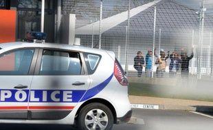 Des immigrants placés en rétention au centre de rétention de Saint-Jacques-de-la-Lande, près de Rennes, le 15 mars 2012