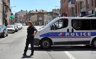Une fillette d'environ 4 ans, atteinte d'une balle dans la tête, aurait succombé aux blessures qui auraient été causées accidentellement selon son père dans leur appartement de Toulouse, a-t-on appris de source policière.