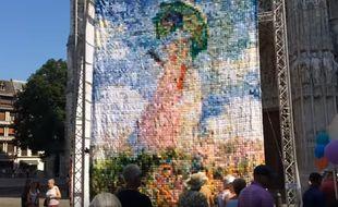 Une copie géante d'un tableau de Claude Monet composée de milliers de carrés de tricot, une oeuvre collective conçue à Rouen (Seine-Maritime), fait le buzz jusqu'à New York (Etats-Unis) où elle a été exposée dès le 13 janvier 2017.