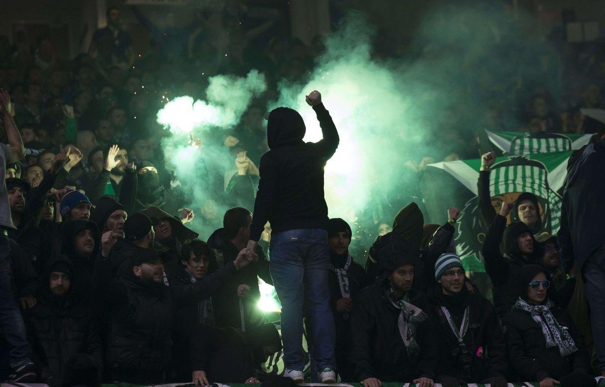 Plus de 3.000 supporters stéphanois ont assisté au match aller jeudi à Old Trafford. – Super/SilverHub/Shutter/SIPA