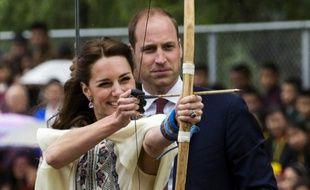 Kate et William s'essayent au tir à l'arc au Bhoutan le 14 avril 2016
