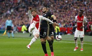 Maxime Gonalons (au centre) n'est désormais plus à l'OL, qui se tourne cet été vers des joueurs de l'extérieur, comme le Burkinabé Bertrand Traoré (à droite), ici avec l'Ajax Amsterdam.
