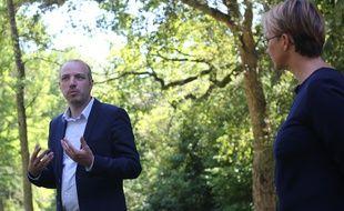 L'élu écologiste Matthieu Theurier, ici aux côtés de la maire de Rennes Nathalie Appéré, le 30 mai 2020.