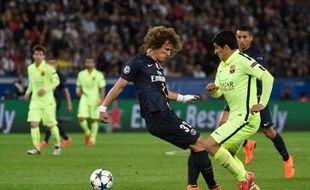 Le petit pont de Suarez sur David Luiz lors du 3e but du Barça contre le PSG (1-3) en quart de finale aller de la Ligue des champions, le 15 avril 2015.