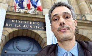 """Omar Raddad, qui réclame une révision de sa condamnation en 1994 pour le meurtre de Ghislaine Marchal en 1991, a été reçu lundi au ministère de la Justice par un conseiller de la garde des Sceaux Rachida Dati, un entretien à l'issue duquel il a dit avoir """"des espoirs""""."""