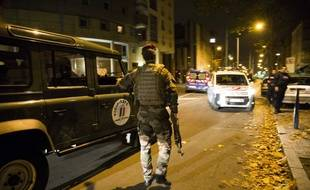 Opération des forces de l'ordre à Saint-Denis le 18 novembre 2015.