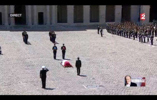 Hollande devant le cercueil de Michel Rocard, le 7 juillet 2016.