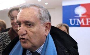 """L'ex-Premier ministre Jean-Pierre Raffarin (UMP) a jugé jeudi que François Hollande et le gouvernement étaient, face à la crise, dans """"une situation d'improvisation préoccupante""""."""