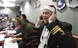 Quelque 1.500 bénévoles prêtent  main-forte aux militaires pour répondre aux appels téléphoniques et courriels des enfants la nuit du 24 décembre.