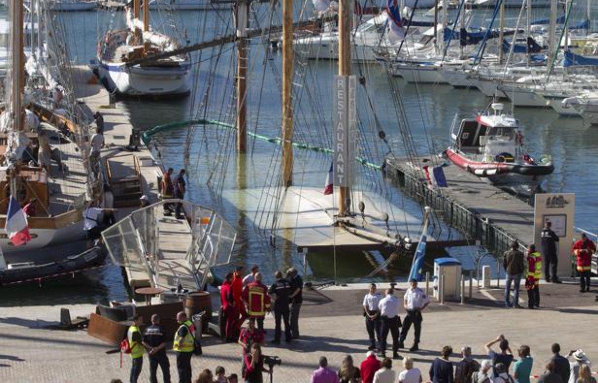 Le voilier-restaurant «Le marseillois» amarré sur le Vieux-Port a coulé le 11 septembre 2013, à Marseille. – P. MAGNIEN / 20 MINUTES