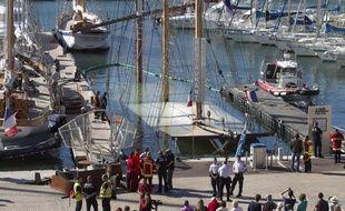 Le voilier-restaurant «Le marseillois» amarré sur le Vieux-Port a coulé le 11 septembre 2013, à Marseille.