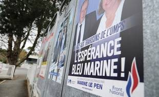 Une affiche de campagne du FN pendant les élections départementales de mars 2015