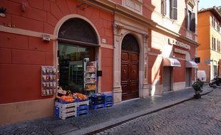 Les magasins sont fermés et les rues désertes à Rome, confinée comme l'ensemble de l'Italie en raison de l'épidémie de coronavirus (photo d'illustration).