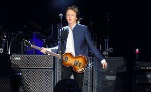 Paul McCartney sur la scène du Desert Trip en 2016