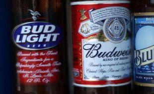 La compagnie qui fabrique la très populaire marque américaine de bières Budweiser est accusée de mettre trop d'eau dans ses bouteilles, pour faire plus de bénéfices, selon une plainte collective en justice lancée à San Francisco (Californie, ouest).