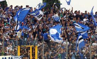 La direction du Sporting Club de Bastia, battu samedi par le Paris Saint-Germain (4-0) au stade de Furiani, et les autorités se sont mutuellement rejeté la responsabilité d'incidents ayant fait une dizaine de blessés légers parmi les policiers et les supporters en marge de la rencontre.