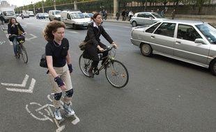 Les Parisiens vont devoir  privilégier le vélo ou le roller pour aller au boulot.