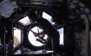 Selon une étude de la NASA, un séjour prolongé dans l'espace conduit à un changement d'ADN des astronautes (illustration).