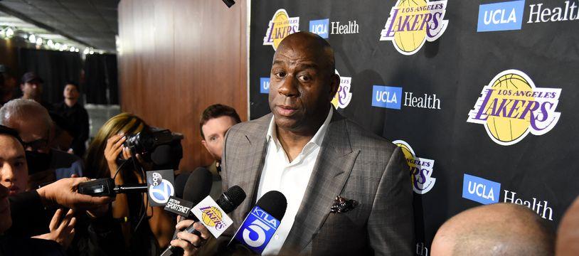 Magic Johnson a annoncé qu'il quittait les Lakers.