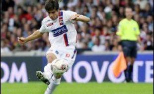 Lyon, en tête de la L1 de football, se déplace à Sochaux quatre jours après avoir étrillé le Steaua à Bucarest en C1 et tentera de creuser l'écart sur ses poursuivants comme Marseille (2e), au bord de la crise après une défaite à Nantes et une élimination en Coupe de l'UEFA.