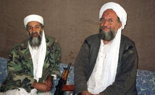 Oussama ben Laden (G) et Ayman  al-Zawahri (D) lors d'une interview pour le  journal Dawn, le 10 novembre 2001.