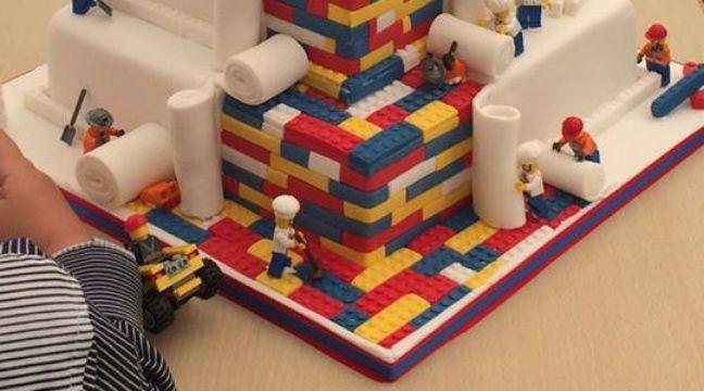 Lego: Une famille britannique affole la Toile avec un gâteau de ...