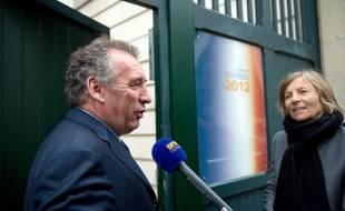 François Bayrou, président du Modem, éliminé au premier tour de l'élection présidentielle (9,13%), fera une déclaration sur son positionnement pour le second tour de dimanche ce jeudi à 19H00 à son siège de campagne à Paris, a annoncé son équipe dans un communiqué.