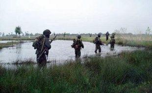 """Avant les déclarations de l'ONU, le site internet Tamil.net, qui relaie les positions des Tigres, avait affirmé que """"plus de 100 civils avaient été tués"""" par les bombardements de l'armée depuis dimanche dans cette """"zone de sécurité""""."""
