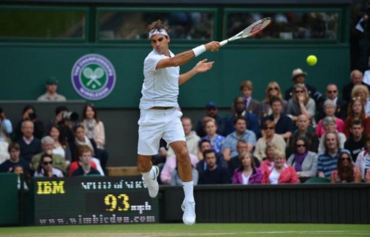 Le Suisse Roger Federer a récupéré la première place du tennis mondial après sa victoire sur le Britannique Andy Murray en finale de Wimbledon, son septième succès dans ce tournoi du Grand Chelem. – Leon Neal afp.com