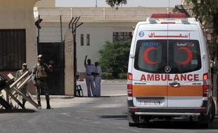 Des soldats israéliens ont tué un Palestinien de 20 ans au comportement suspicieux en bordure de la bande de Gaza dans la nuit de samedi à dimanche, a-t-on appris de source israélienne et palestinienne.