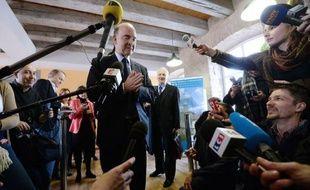 """Le ministre de l'Economie Pierre Moscovici a estimé jeudi avoir été mis en cause de façon """"assez indigne"""" à propos de sa gestion de l'affaire Cahuzac, jugeant au contraire avoir agi """"de façon exemplaire""""."""